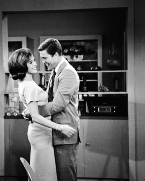 always-fair-weather:  Mary Tyler Moore and Dick Van Dyke behind the scenes of The Dick Van Dyke Show