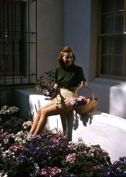 Maureen O'Hara at home in Los Angeles (1946)