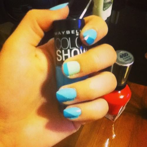 #Experimenting I don't really like it tho. #nailpolish #nails #ohwellz #blue #green #maybelline