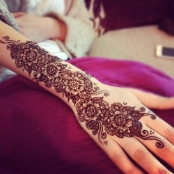 Henna on We Heart It. http://weheartit.com/entry/50823220/via/Lishii_x