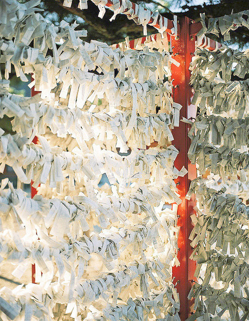 dreams-of-japan:  Omikuji by Benjyamin on Flickr.