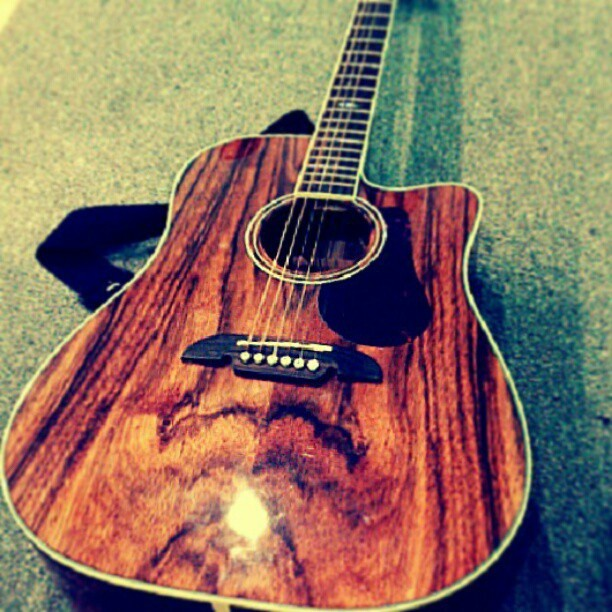 Singing songs of praise with this lovely guitar as accompaniment. :) oh how I love to worship Him. :) #God #Jesus #faith #religion #christian #Lord #inspiration #happy #fulfilled #joy #love
