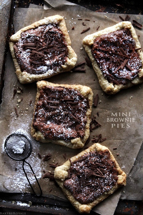 gastrogirl:  mini brownie pies.
