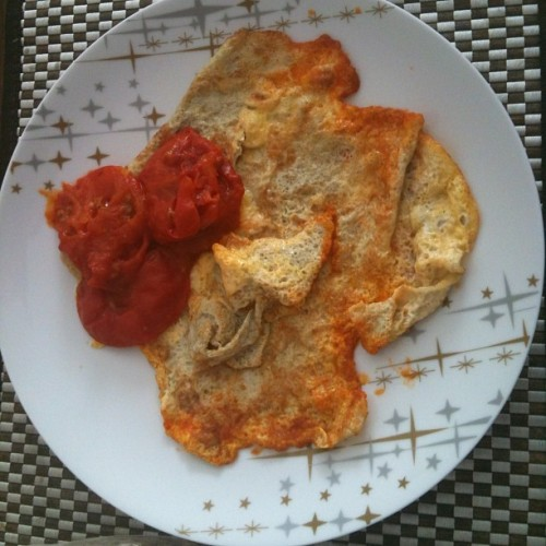 Pampered with Iraqi-style brekkie, spiced tomatoes and omelet #breakfast #eggs #tomato #middleeastern #sydney #foodporn