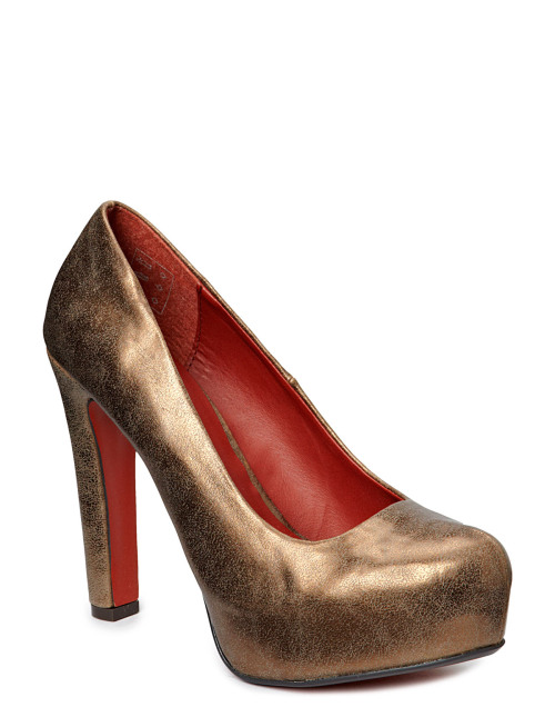 Brand: Dixie | Name: Trine | Price: 49,95€ (99,90€) Pretty shoes! I don't yet have golden pumps and these would be really nice. The gold-red colour combination looks really sweet and stylish.