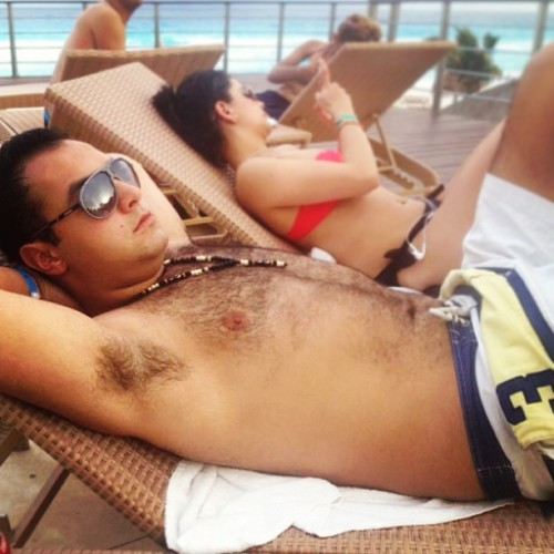 No stress. #cancun #chilling #tanning #sen #thinking #enjoy #sunglasses #holidays #ig #igers #instacool #instagood #instamood #iphonesia #iphoneonly #iphoneography #taptap #yeahbuddy #yasimil