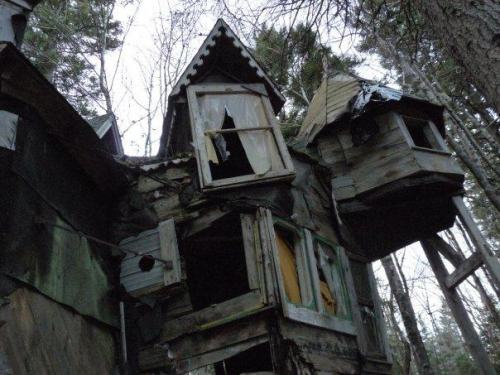 doll-hairs:  destroyed-and-abandoned:  Whimsical abandoned house in Nova Scotia, Canada Old photo taken by a friend.  I live in Nova Scotia!