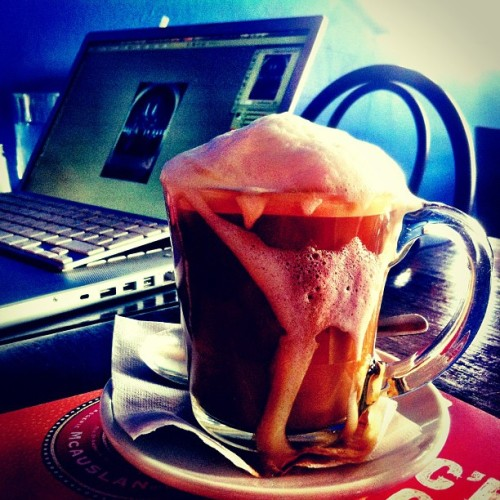 Gros buck de cappuccino pour le meeting post-production shooting au @mbamtl #duccnguyen  (at 1000 Grammes)