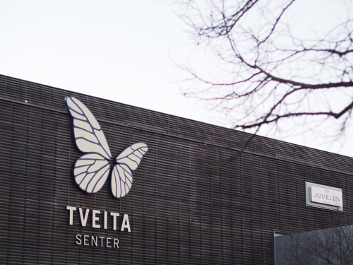 Tveita centre, where I am a lot these days because of having to by food and stuff. It was closed because of Easter but we where getting Dolly Pizza. The rest of the day was spent blogging pictures for this blog. Holidays is the only time I have energy and time to blog it seems.