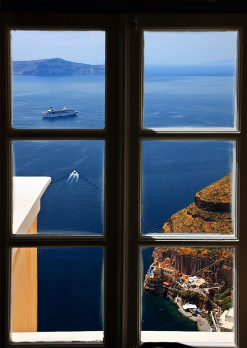 Ocean View, Santorini, Greece photo via besttravelphotos