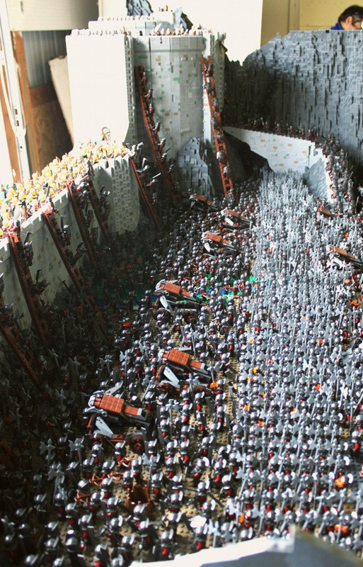 legotoday:  Lego Helm's deep redefines the term 'Epic Battle'