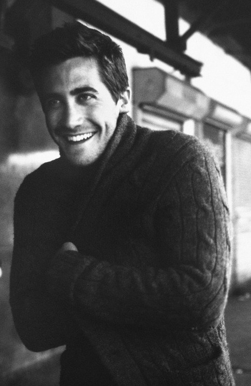missanthropicprinciple:  Jake Gyllenhaal, you sexy thing. (He looks all cuddly.)