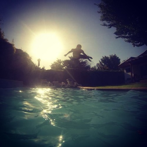 Flying! #me #summer #santiago #chile #piscina #swimmingpool #swagg #swag