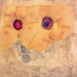 Focaccia face #faceseverywhere #facesinplaces #doesthiscountasfoodstagram???