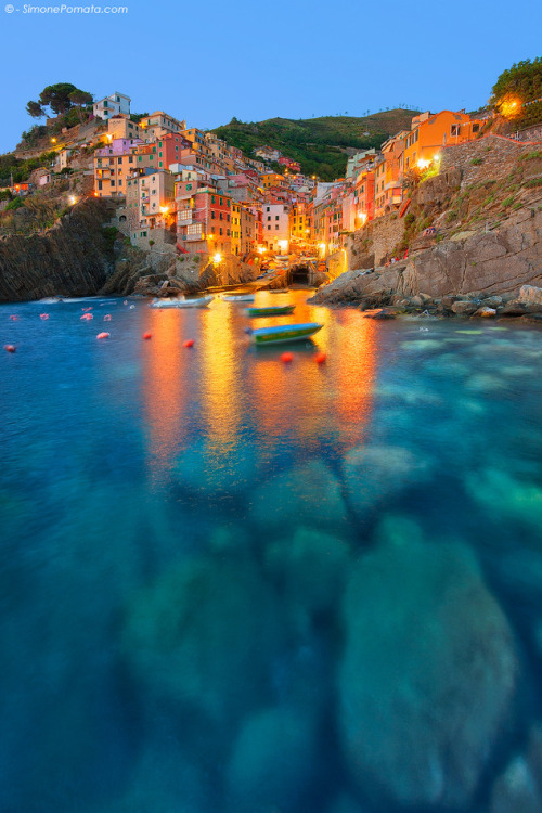 samaralex:  Lights at Riomaggiore - Simone Pomata