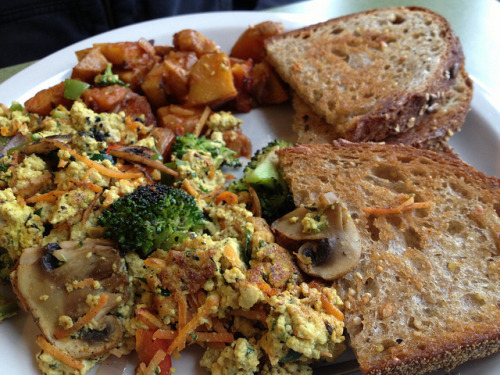 veganfeast:  Veggie Tofu Scramble by Rambling Vegans on Flickr. yum