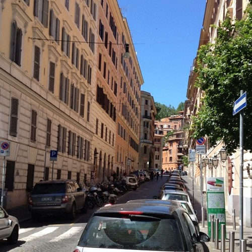 Streets of Trastavere. Made it through Day 1 in a foreign country alive! #95 more to go #newneighborhood #roman