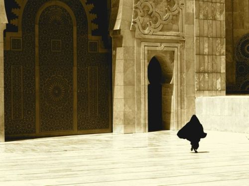 saveroman:  This image was taken at the Hassan II Mosque in Casablanca, Morocco. It is the country's largest mosque and the fifth largest in the world. This woman was running late for a prayer session. [x]