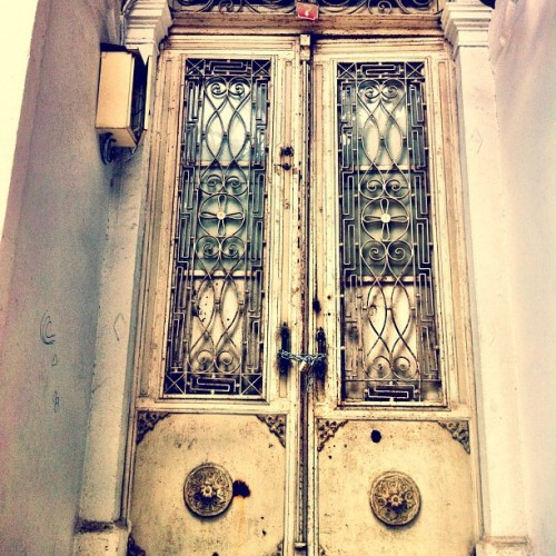 #doorporn #portal #ottoman #izmir #buildings #smyrna #turkey #travel  (at Tarihi Asansör)