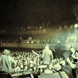 Night one #Paris … What a crowd. See you tomorrow! x #brmc #transferband #tour #soldout  (at Le Trianon)