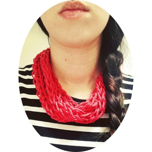 Lunch Break Necklace. 💕 #lunchtimeknits #knitting #necklace #coral #simple #fashion #violajean #crafts #spring