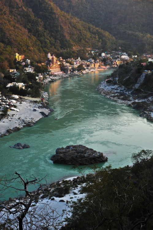evocativesynthesis:  Rishikesh, India (by marc_guitard)