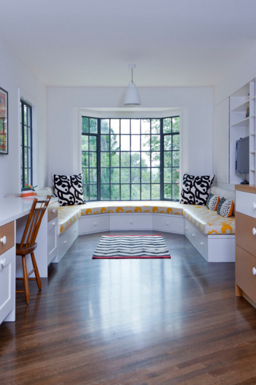 myidealhome:  roomy window seat (via desire to inspire)