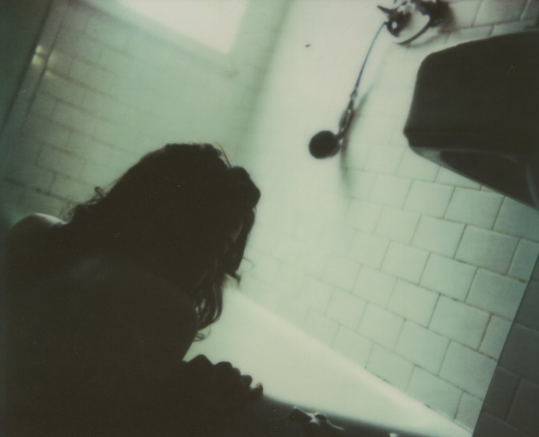 Drawing My Bath, Self Portrait The IMPOSSIBLE Project, CP PZ680 Film © Anna Marcell