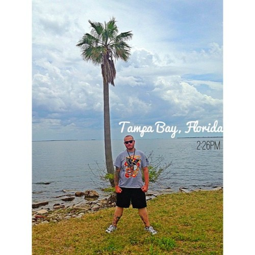 2:26PM - Tampa Bay, Florida | Beautiful hot day relaxing in Tampa before tonight's show. (at The Hard & Relentless Tour)
