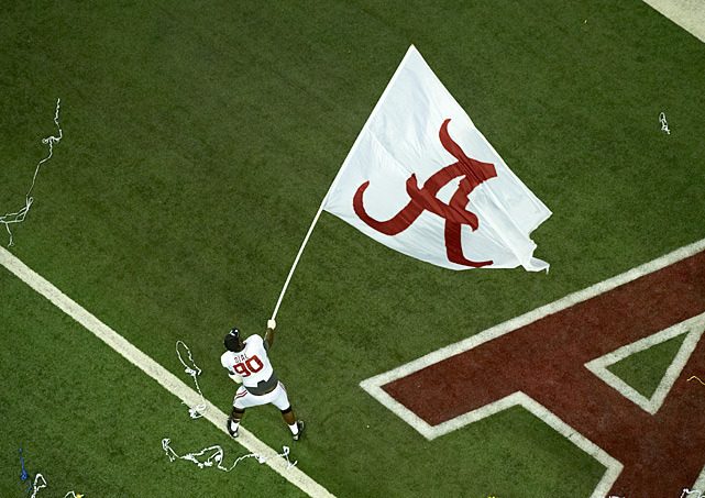 Crimson Tide DL Quinton Dial celebrates with the Alabama flag after winning the SEC championship game. (Pouya Dianet/SI)