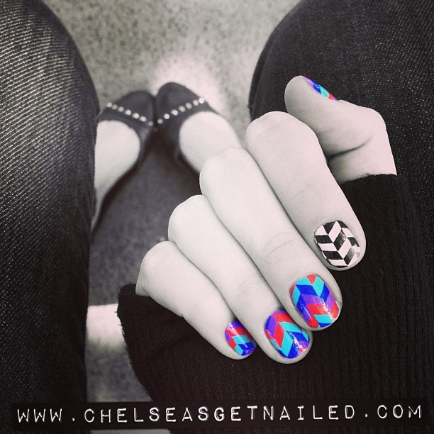 My 2 obsessions: #nailart and #shoes (my current favorites are these @stevemadden flats) 💅👟