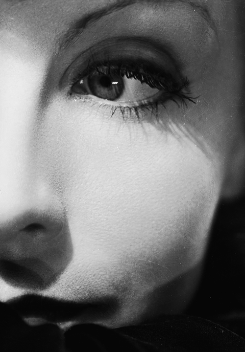 voguelovesme:  Greta Garbo photographed by Clarence Sinclair Bull, 1931