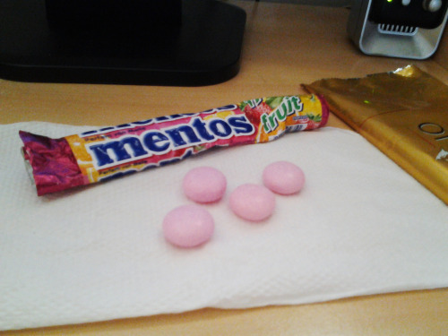 dear pink mentos i sure would eat you if you tasted a little better ヽ(  ̄д ̄;)ノ