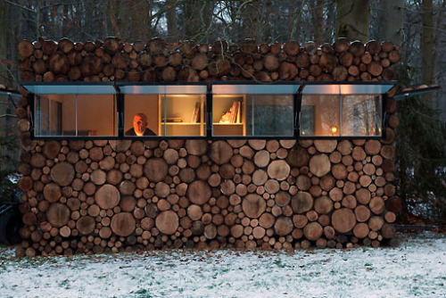 Log House on Wheels by http://www.pietheineek.nl/