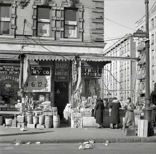 bygoneamericana:  Scene on Bathgate Avenue in the Bronx, 1936. By Arthur Rothstein