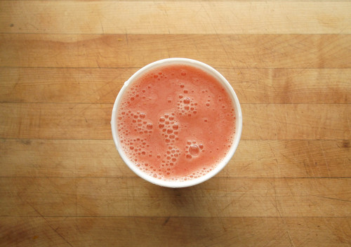 garden-of-vegan:  pineapple-strawberry-banana smoothie