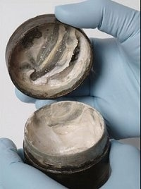 tawnyscostumesandcuriosities:  ARTICLE: The world's oldest cosmetic face cream, complete with the finger marks of its last user 2,000 years ago, has been found by archaeologists excavating a Roman temple.