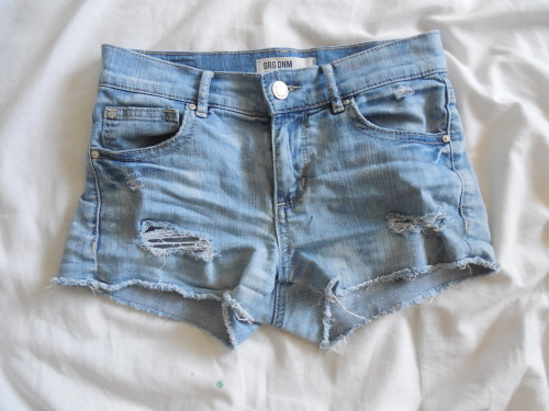 vibeing:  HERE ARE THE SHORTS :) watch this one get like 1 note omfg that'd be awkward ahahha