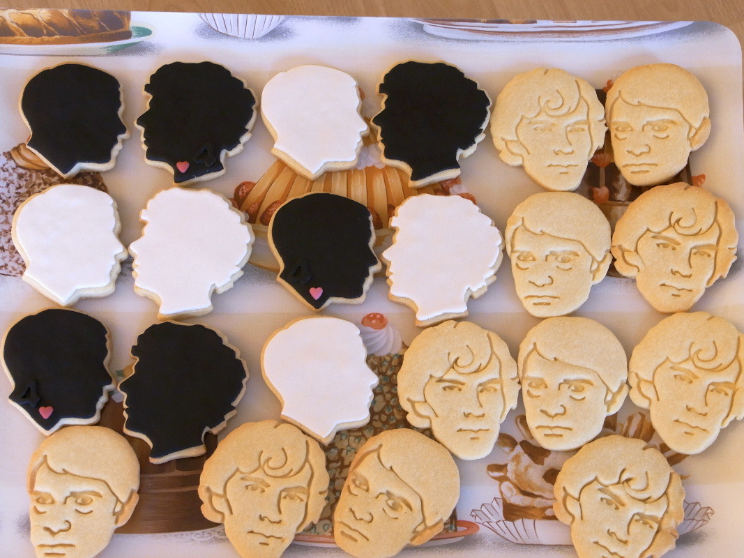rox712:  tysolna:  biscuitshouse:  Sherlock biscuits. The only way I can ever hope to eat Benedict (sorry).  Holy carp… Can anyone please point me in the direction of where these biscuit cutters are sold?  Detailed faces and silhouettes