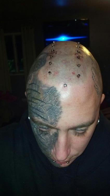 Jeremy Pauley's new transdermal mohawk, done by Samppa.