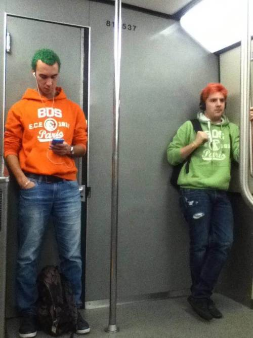 awesomephilia:  These two guys entered the metro from different stations and don't even know each other. (via)