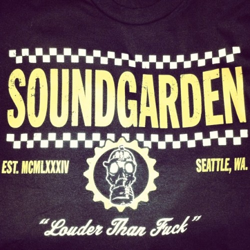kissthatlifeaway:  Love my new shirt! #soundgarden