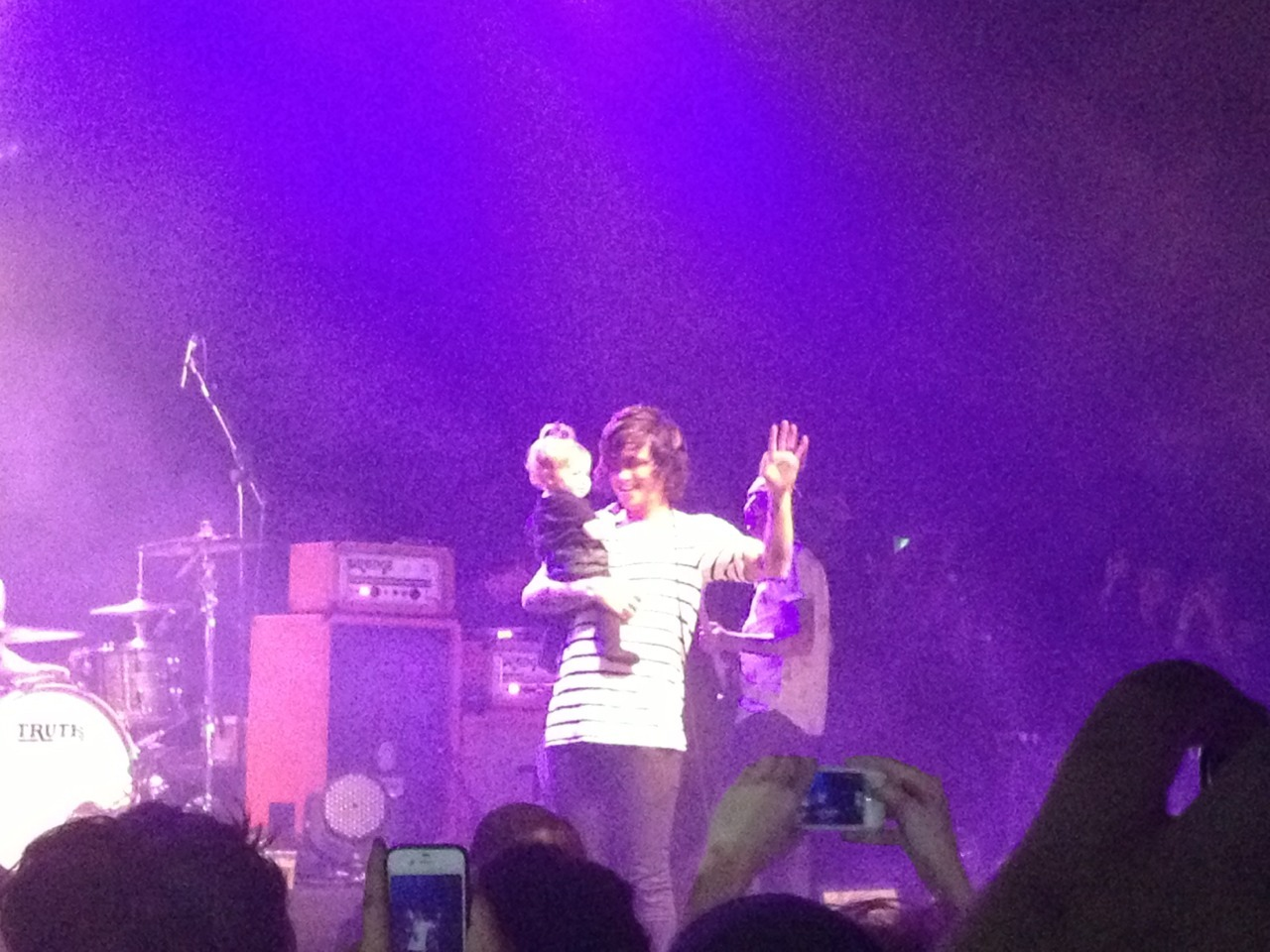 overdoseofcomatose:  Kellin brought Copeland on stage tonight
