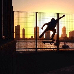 NYC sunset flip catch #skatelife #skateboarding #regram via @jaytats