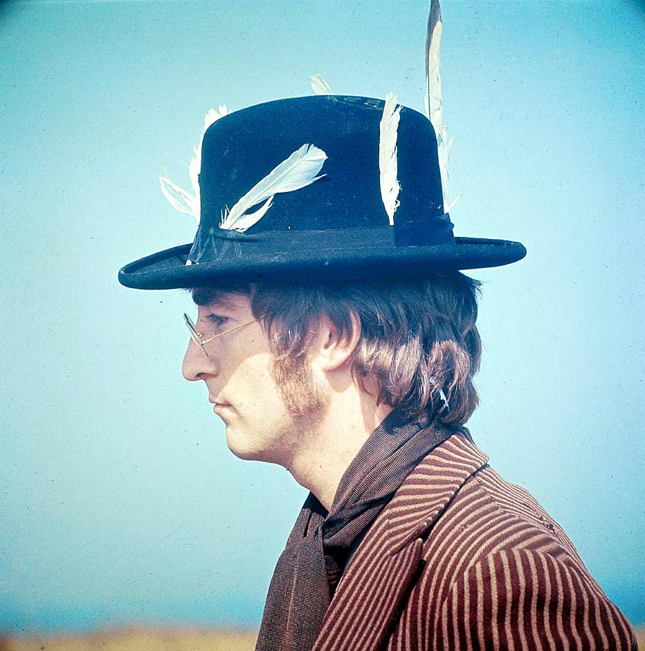 suicideblonde:  John Lennon photographed by David Redfern
