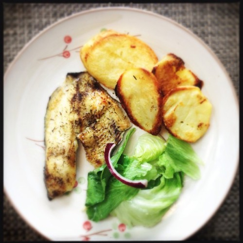 Lunch time #lunch #lemon #fish #food #green  (at ramat hasharon)