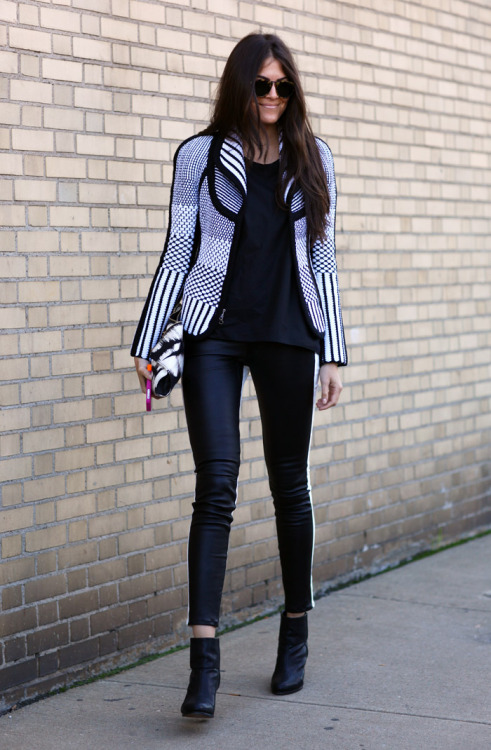 must-have-outfits:  crazy cool b&w knit jacket