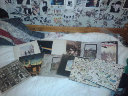 too-stoned-to-remember:  Chazz's vinyl give away!  I had all these albums given to me, I have copies of them already so I thought I'd do a give away :D There is: Led Zeppelin II 2x Led Zeppelin III  Led Zeppelin IV Song Remains The Same Physical Graffiti (In the cool slide case thing)  In Through The Out Door (Without the brown bag :/)  Wish You Were Here  The Wall  Dark Side Of The Moon Animals Da rules - Don't have to follow me You can only pick one (sorry, postage is expensive)  Likes and reblogs count   Side note - I believe these are originals, but they haven't been played by me (or in a long time) but the ones I kept literally just needed a clean and they played fine because they were well kept, but sorry if they don't play well D:  I'll pick 12 people at random and message them asking which they want  Good luck (◕‿-) Ends March 1st  [EDIT: Sorry, I missed off a couple on the list, all in the photo are being given away]