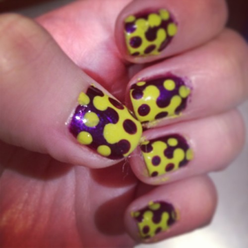 First try… #freehand #contrast #dots #nails #nailart #notd