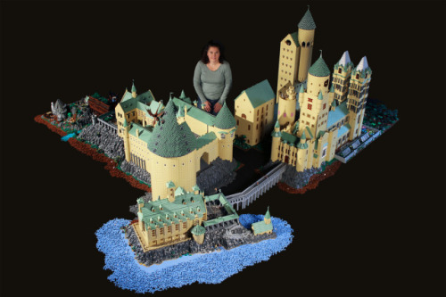 laughingsquid:  Harry Potter's Hogwarts School Recreated Using 400,000 LEGOs